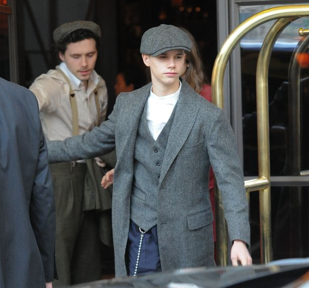 Lontoossa asuva Romeo Beckham on vielä koululainen. Vapaa-ajallaan hän matkustaa perheensä kanssa, seuraa jalkapalloa ja poseeraa mallina.