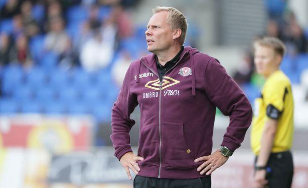 FC Lahden päävalmentaja Toni Korkeakunnas odottaa maajoukkueelta pelirohkeutta.
