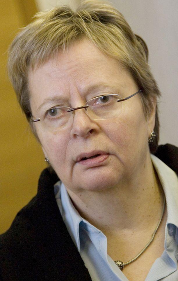 Liisa Jaakonsaari vaati ministeri Holmlundin eroa jo viime viikolla.