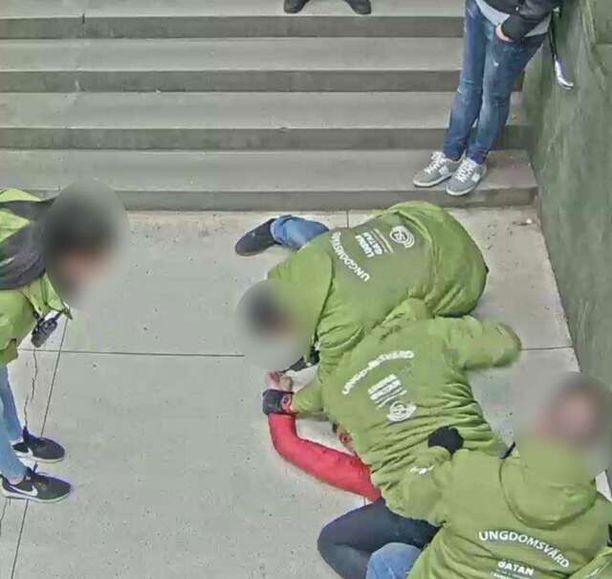 Metrossa vahtina toiminut mies oli tuomittu aiemmin murhasta.