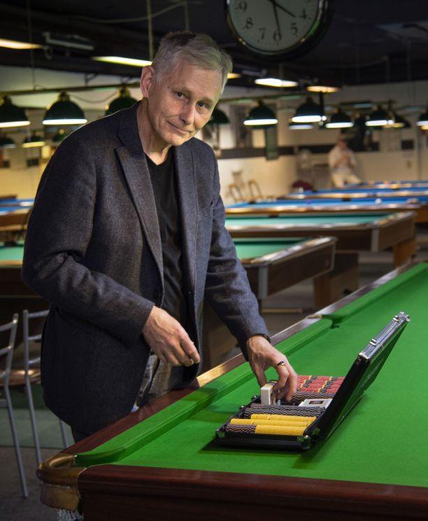 Aarno Kiveliö on yksi pisimmän uran pokeriammattilaisena luonut suomalainen. Paras päivä toi 100 000 euron potin.