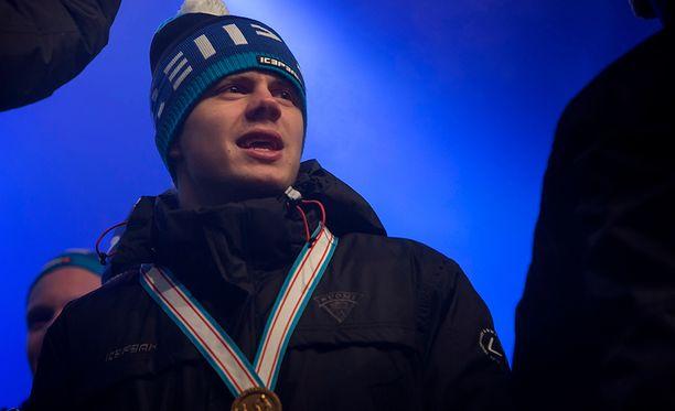 20-vuotias Kasperi Kapanen lomailee parhaillaan Suomessa. Mukana on Annika -rakas.