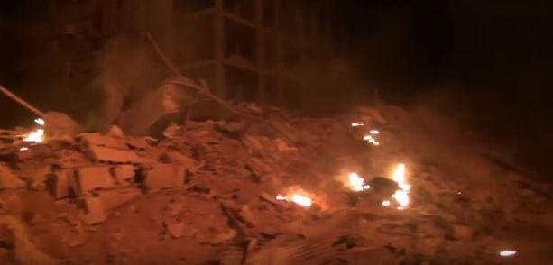 Silminnäkijät kuvasivat tulipaloja Darayassa elokuun 19. päivänä.