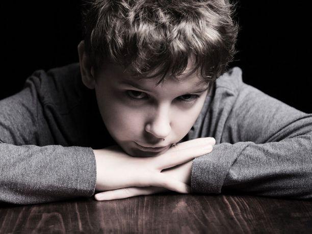 Neljäsluokkalaisetkin tietävät, että yksinäisyydellä voi olla kauaskantoisia seurauksia.