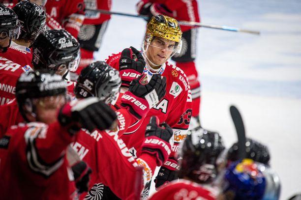JYPin kultakypärä Julius Nättinen, 22, on kiekkoilevan veljessarjan nuorimmainen. Isoveljistä Jussi Nättinen pelaa Puolan liigassa ja Joonas Nättinen KHL:n Vitjazissa. Tepsiä edustava Topi Nättinen on veljesten serkku.