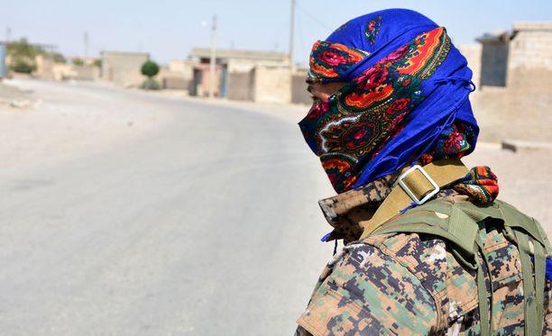 SDF:n sotilas Raqqassa.