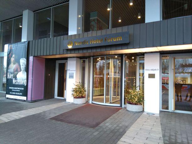 Epäilty pakeni tähän Tallinnan keskustassa sijaitsevaan Nordic Hotel Forum -hotelliin.