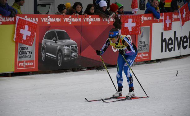 Laura Mononen sivakoi tasatyöntöä Sveitsissä lauantaina.