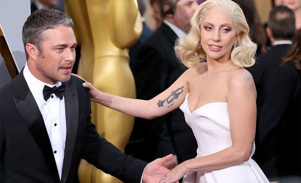 Lady Gagan ja Taylor Kinneyn suhde päättyi vuonna 2016.