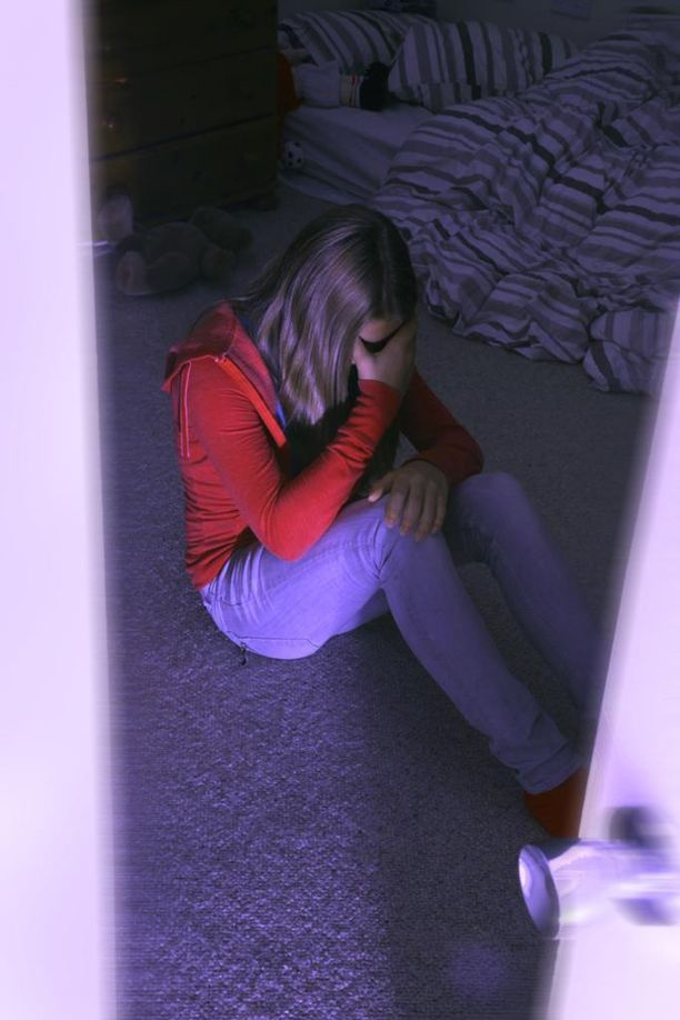 Tuttu aikuinen mies raiskasi humalaan juottamansa 14-vuotiaan tytön (kuvituskuva).