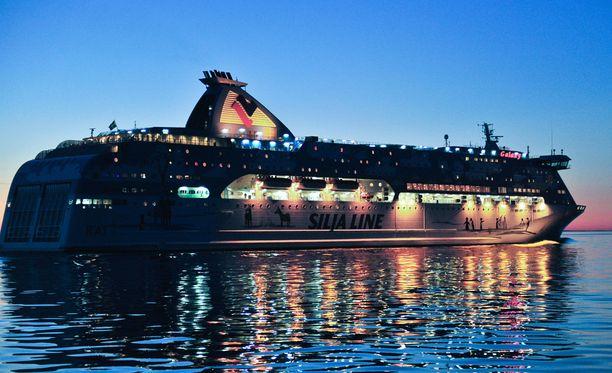 Tallink Siljan Galaxy jäi perjantain ja lauantain väliseksi yöksi Turun satamaan. Arkistokuva.