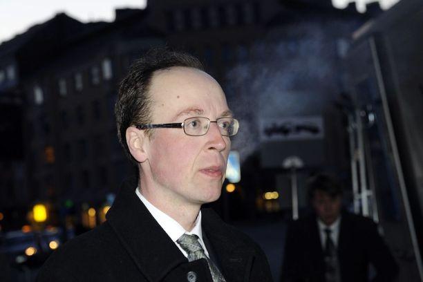 Halla-aho ilmoitti lopettavansa kommenttien antamisen Aamulehdelle, kun lehti julkaisi kuvan hänestä perussuomalaisten vaalivalvojaisissa 2011.