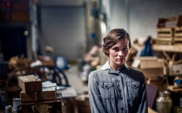 Annika Stenvall näyttelee Aku Louhimiehen Tuntematon sotilas -elokuvassa lotta Kotilaista.