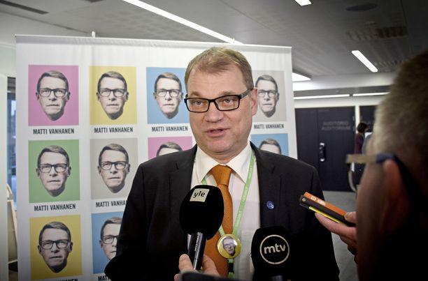 Pääministeri Juha Sipilän mukaan median toiminta on tehnyt maan johtamisesta entistä vaikeampaa.