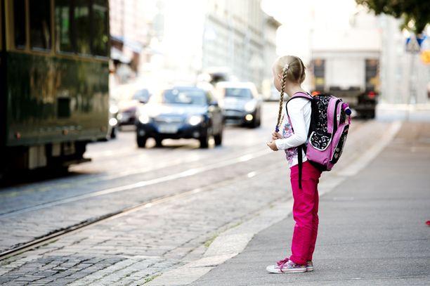 Koulut ovat taas alkaneet, ja lapset palanneet sankoin joukoin katukuvaan.
