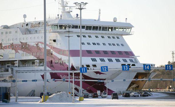 Baltic Princess kuvattuna vuonna 2013. Viestintäjohtaja Marika Nöjdin mukaan alus on risteilijäksi nuori, noin kymmenen vuoden ikäinen.