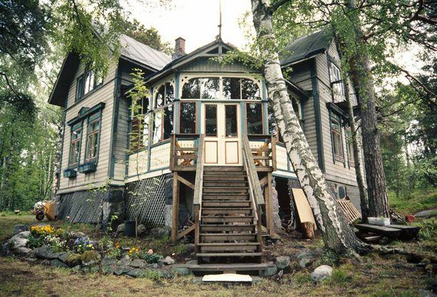 Parhaiten säilynyt huvila Villa Hällebo oli vielä vuonna 2000 lähes kuin loistonsa päivinä.
