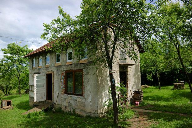 Keväällä Koskenvesa oli yksin Bosniassa talonvahtina, kun isäntäväki oli poissa. Kokemus oli avartava, ja opetti paljon itsestä.