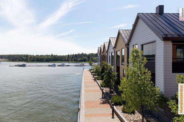 Sipoonrannan rivitalot edustavat niin ikään modernia rivitalorakentamista. Meri on vain muutaman metrin päässä omalta terassilta tai parvekkeelta.