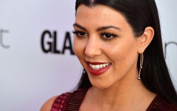 Kourtneu Kardashian myönsi huhut todeksi.
