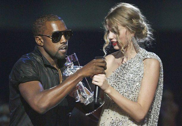 Kanye West ryntäsi lavalle kesken Taylor Swiftin kiitospuheen.