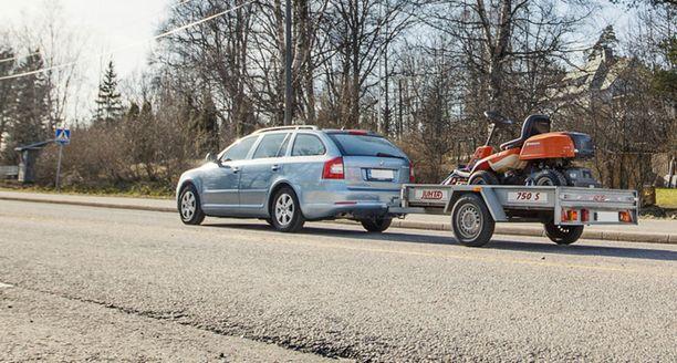 Peräkärryn melko pieni vakuutus moninkertaistuu, jos poliisi tapaa tien päältä vakuuttamattoman ajopelin.