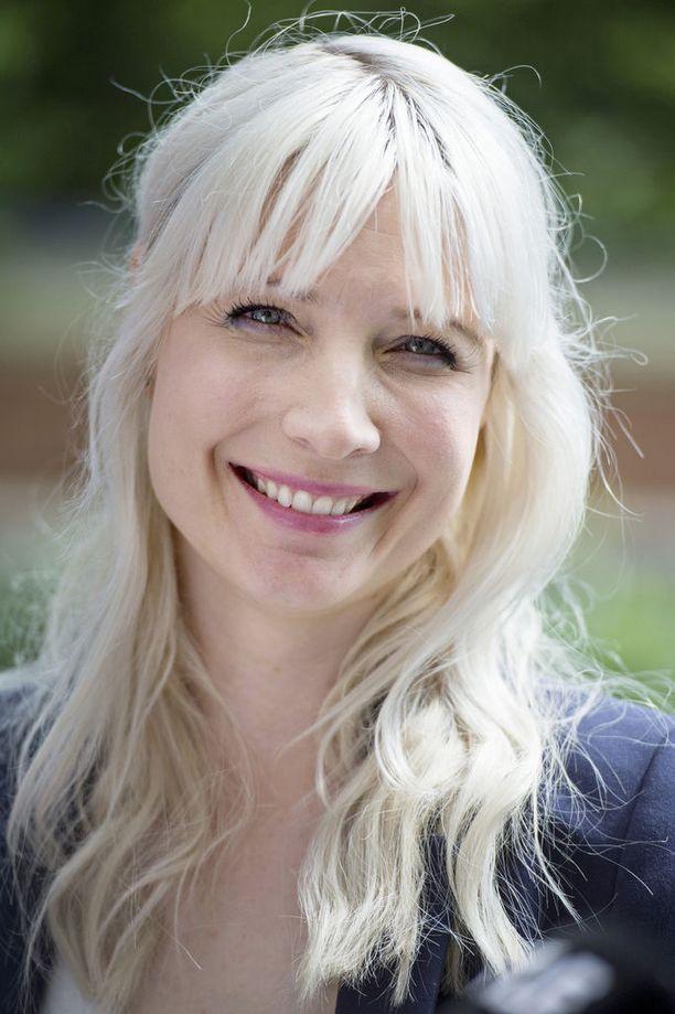 Laura Huhtasaari, 38, on perussuomalaisten 1. varapuheenjohtaja.