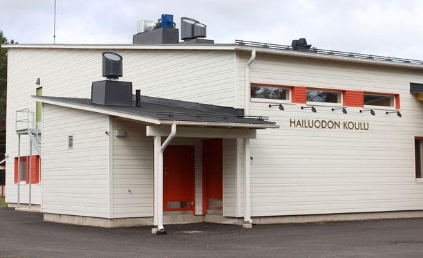 Lapset olivat leikkineet Hailuodon koulun läheisyydessä onnettomuuden sattuessa.