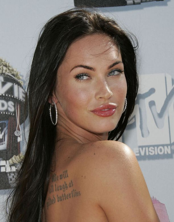 Megan Fox on erohuhuista huolimatta mitä ilmeisimmin yhä varattu.
