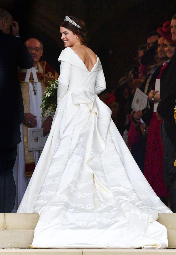 Prinsessa Eugenie näytti upealta saapuessaan kirkkoon.