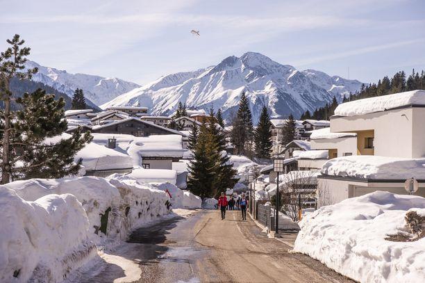 Seefeldissä on metri lunta.