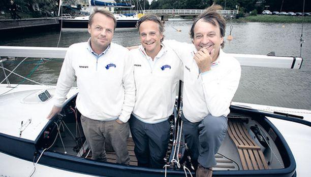 Henrik (vas.) ja Kenneth Thelen sekä Hjallis valmiina Louhiveneiden EM-kisaan.