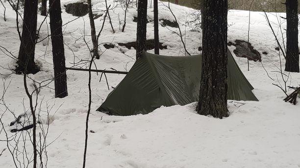 Helsingin Kivikossa on teltta, jossa yksi tai useampi ihminen on poliisin mukaan pitänyt majaansa.
