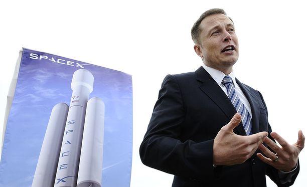 Musk kertoi pitävänsä onnistumisena, jos raketti ei räjähdä laukaisualustalle.