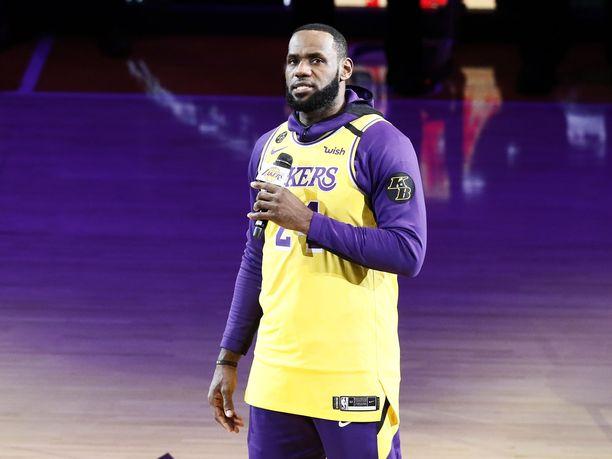 LeBron James piti koskettavan puheen ennen ottelun alkua.