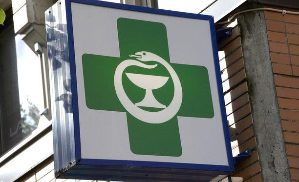 Kuluttaja-asiamiehen mukaan Suomen Apteekkiyhtiöt on käyttänyt harhaanjohtavasti Suomen Apteekkariliiton jäsenapteekkitunnusta muistuttavaa logoa. Kuvassa oikean apteekin tunnus.