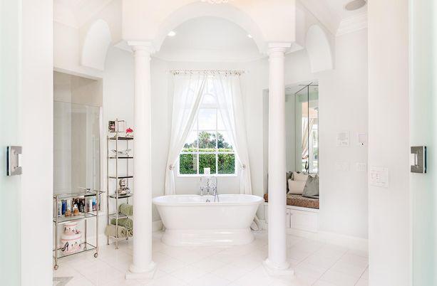 Näin loisteliasta kylpyhuonetta harvoin näkee.
