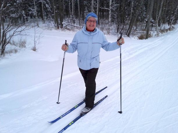 Helena rakastaa lunta ja talvea, ja hiihtämään pääsyä on odotettu.