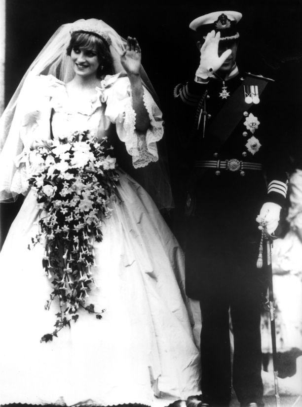 Prinssi Harryn vanhemmat, lady Diana ja prinssi Charles, vihittiin heinäkuussa 1981.