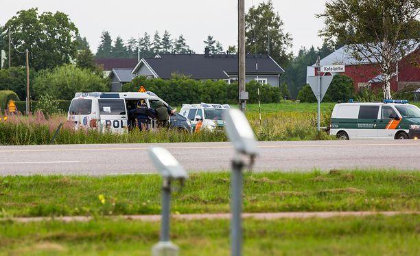 Poliisilla ja Rajavartiolaitoksella oli iso operaatio Virolahdella. Alueella etsittiin väkivaltarikoksesta epäiltyjä henkilöitä.
