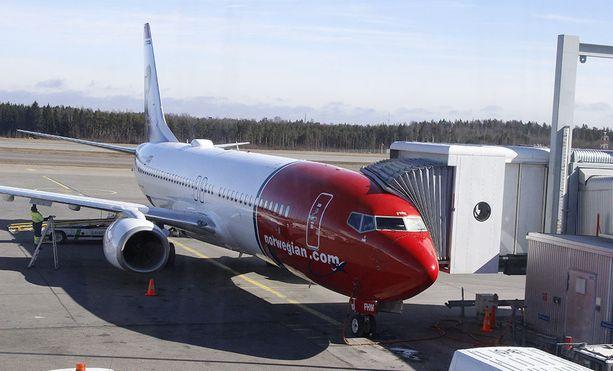 Lentoyhtiö Norwegianin koneen laskeutuminen meni pitkäksi vaikeiden sääolosuhteiden takia Helsinki-Vantaan lentokentällä tiistai-iltana. Kuvituskuva.