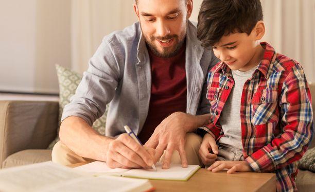 Äkillinen siirtyminen kotikouluun hämmentänyt niin opettajat kuin vanhemmatkin.