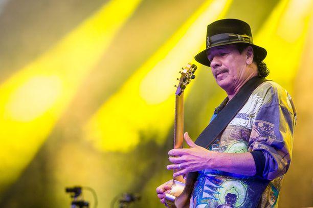 Muusikkolegenda Carlos Santana on vuosien varrella oppinut luopumaan pelosta ja luottamaan, että Jumala on hänen puolellaan.