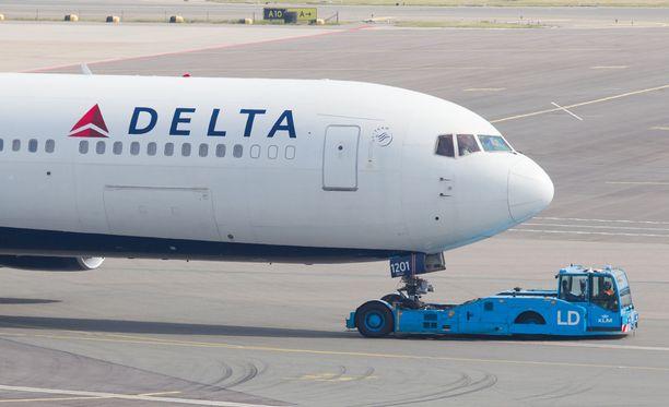 Delta Airlines on esittänyt matkustajilleen anteeksipyynnön välikohtauksen vuoksi.
