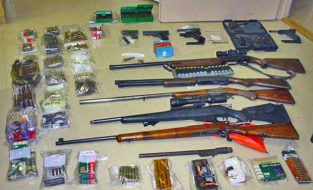 Tällaista materiaalia löytyi yhdestä poliisin takavarikosta tältä vuodelta.