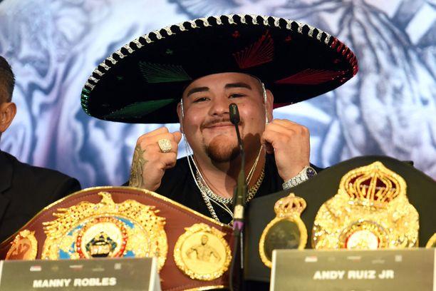 Andy Ruiz Juniorin nyrkki osui vahingossa hänen valmentajansa leukaan.