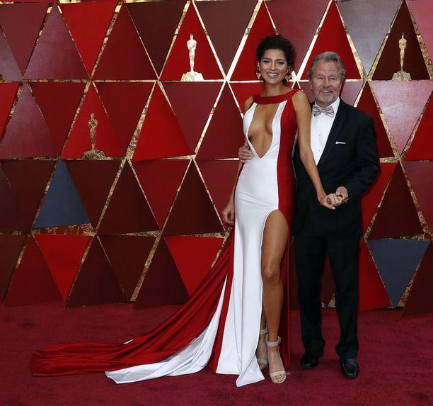 Näyttelijä saapui gaalaan miesystävänsä John Savagen kanssa.