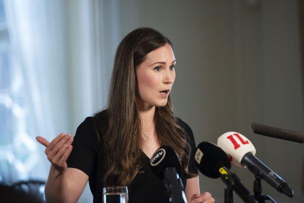 Pääministeri Sanna Marin toteaa luottavansa suomalaisten vastuulliseen käyttäytymiseen. Kuva Marinin tiedotustilaisuudesta 22. heinäkuuta.