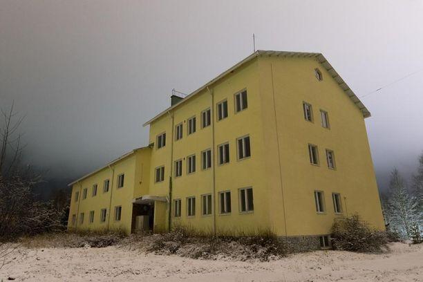 Suomussalmen rajavartioaseman entinen päärakennus on tyhjillään.