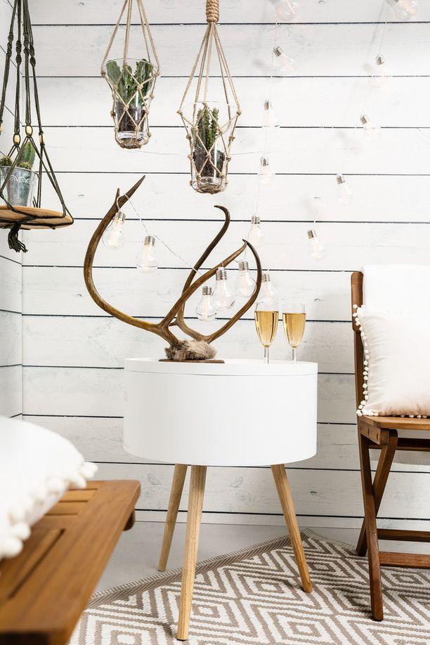 Tyylikäs muovimatto Salmiakki (120x180cm), beige-valkoinen, 9,99 euroa.